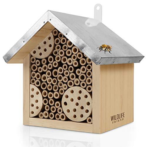 WILDLIFE FRIEND | Bienenhotel mit Metalldach, Wildbienen Insektenhotel - Fertig Montiert aus Kiefernholz & 100% Wetterfest - Unbehandelt, Insektenhotel, Nisthilfe für Wildbienen