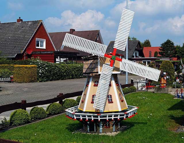 Eine Windmühle im Vorgarten